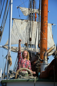 Capt. Arjen on Nordlys tows Tres Hombres