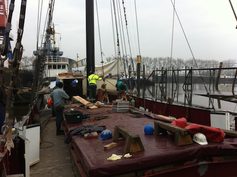Avontuur midships. The work goes on quickly - photo Jan Lundberg